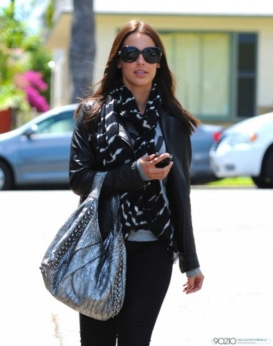 Jessica Lowndes lunches at La Conversation
