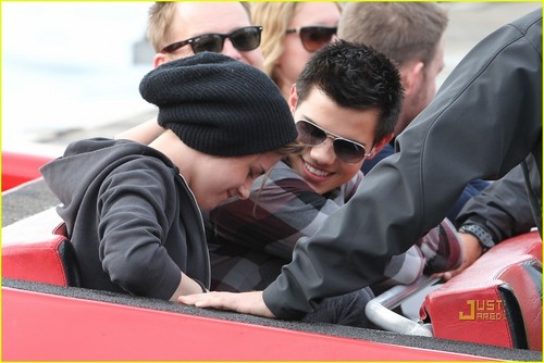 Kristen Stewart and Taylor Lautner Boat Ride Down Under - kristen-stewart-and-taylor-lautner Photo