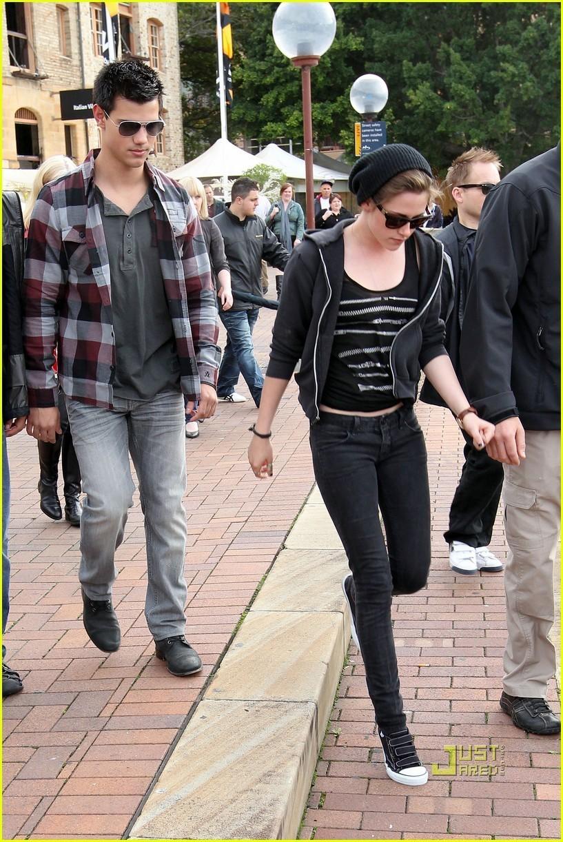 Kristen Stewart and Taylor Lautner barca Ride Down Under