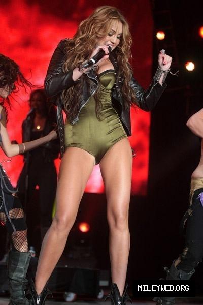 http://images2.fanpop.com/image/photos/12500000/Miley-Cyrus-Rock-In-Rio-Lisboa-2010-miley-cyrus-12585475-400-600.jpg