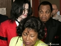 More Trial Pics!! - michael-jackson photo