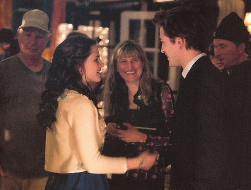 NEW/OLD PIC OF ROB AND KRISTEN ON THE SET OF TWILIGHT