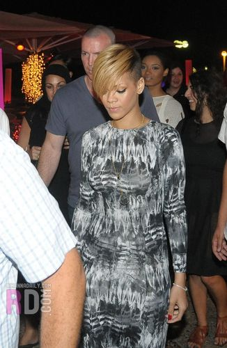 Rihanna goes to a dinner in Tel Aviv - May 28, 2010 [HQ]