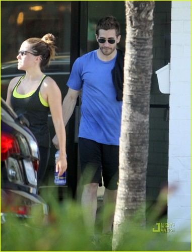 Jake Gyllenhaal & Austin Nichols Hit Gym with Sophia cespuglio, bush