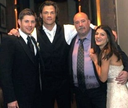 Jensen Ackles Hintergrund titled Jensen at Jared's Wedding