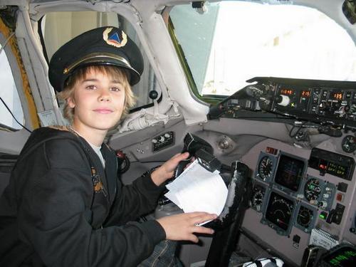 Justin Bieber being hott!