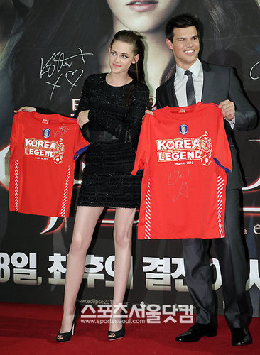 Kristen Stewart wallpaper called Korean Fan Event