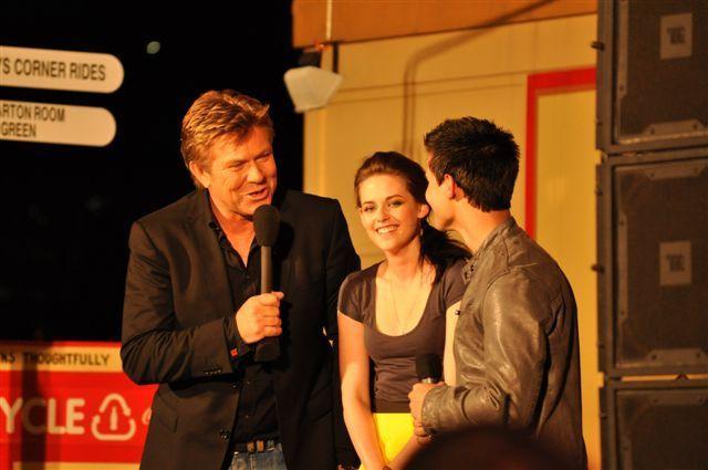Kristen and Taylor at Luna Park Sydney fã Event