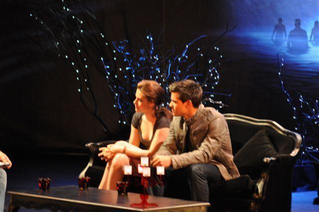 Kristen and Taylor at Luna Park Sydney 粉丝 Event