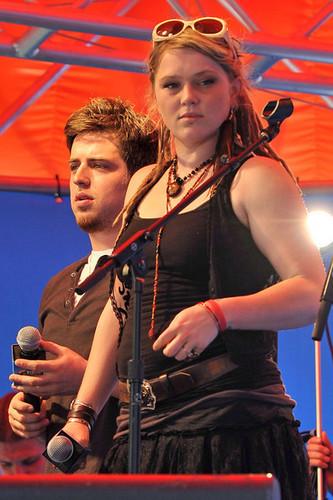 Lee DeWyze & Crystal Bowersox Performing @ the M&M bánh quy cây, pretzel Launch (June 2, 2010)