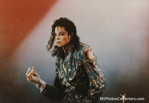Michael Jackson Concerts Wallpaper Entitled MICHAEL JACKSON