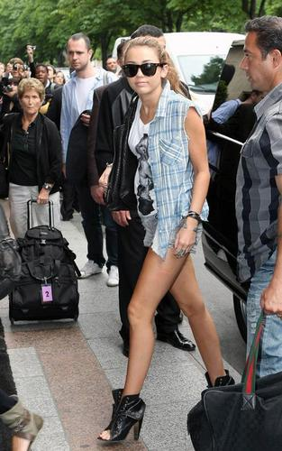 Miley Arriving in Paris - June 1, 2010