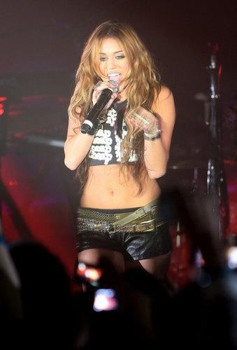 Miley Cyrus 'Cheap Trick' Performance