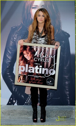 Miley Cyrus is Madrid Marvelous
