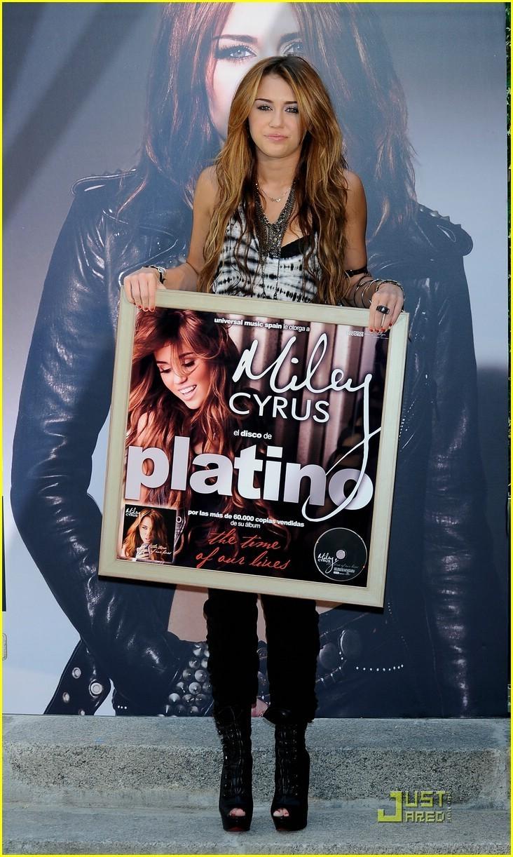 Miley Cyrus is Madrid Marvelous