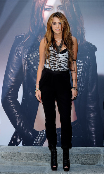 """Miley presents her new Album """"Can't Be Tamed"""" at the Villamagna Hotel in Madrid,Spain (31/5/2010)"""