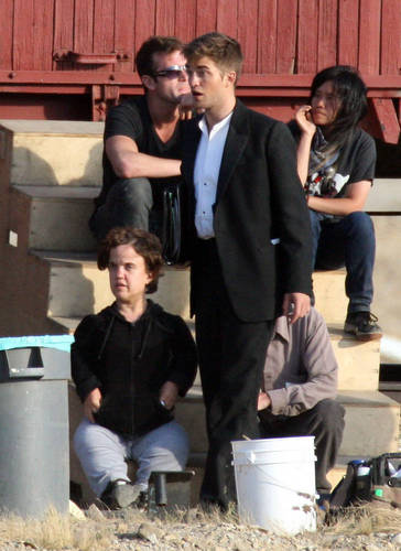 More WFE Set Pics of Rob