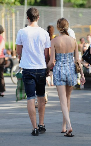 Whitney and boyfriend Ben Newlin out and about in NYC (30/5/2010)