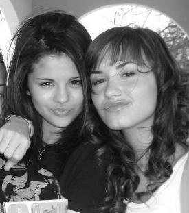 Demi Lovato  Selena Gomez Movie on Selena   Demi   Selena Gomez And Demi Lovato Photo  12688348    Fanpop