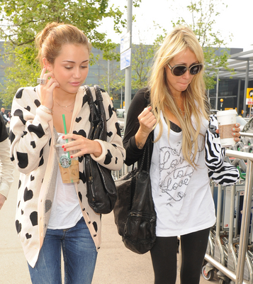 Arriving at Heathrow Airport with Tish to catch a flight to Madrid - 06/06/10
