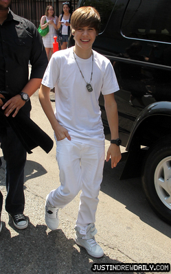 Justin Bieber karatasi la kupamba ukuta called Candids > 2010 > Leaving picha Shoot,NYC; (June 4th)