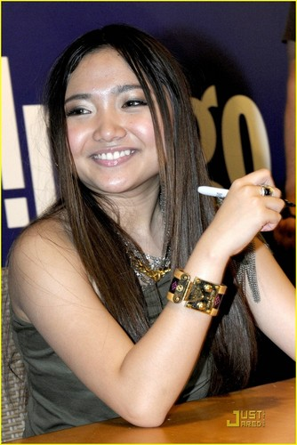 Charice Pempengco wallpaper titled Charice Has the Bieber Fever