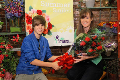 Events > 2010 > June 3rd - Justin Bieber Kicks Off 1-800-Flowers.Com Summer Of Smiles