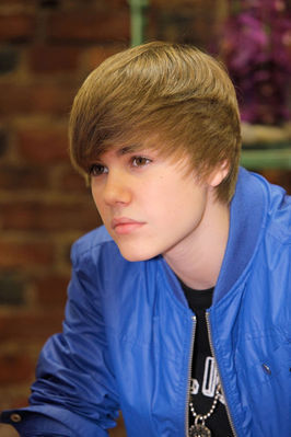 Events > 2010 > June 3rd - Justin Bieber Kicks Off 1-800-Flowers.Com Summer Of Smiles