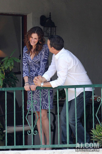 "Julia shooting ""Larry Crowne"" in LA, CA"