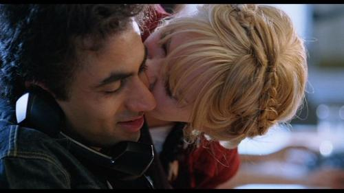 Kal Penn as Gogol / Nikhil in 'The Namesake' - kal-penn Screencap