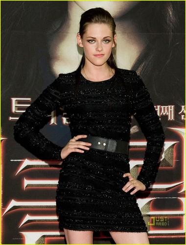 Kristen Stewart wallpaper entitled Kristen Stewart: Prabal Gurung Girlie Girl