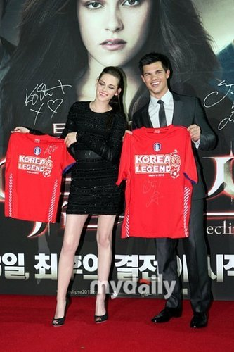 Kristen [and Taylor] @ South Korea Q&A