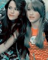 Miley & Emily - miley-cyrus-and-emily-osment photo
