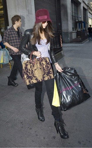 Nina out in लंडन with Paul and Ian - June 4, 2010