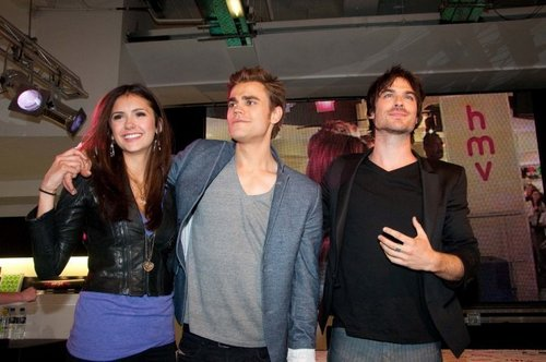 Paul, Nina & Ian @ HMV oxford Circus, Londres