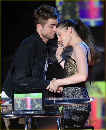 Robert Pattinson & Kristen Stewart: Best 吻乐队(Kiss) Couple