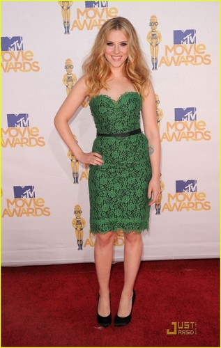 Scarlett Johansson - MTV Movie Awards 2010 Red Carpet!