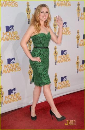 Scarlett Johansson - MTV Movie Awards 2010 Red Carpet!