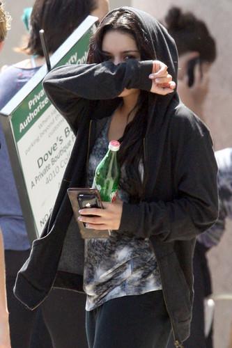 Vanessa leaving a gym (4/6/2010)