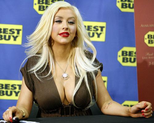 Xtina looking hot!!