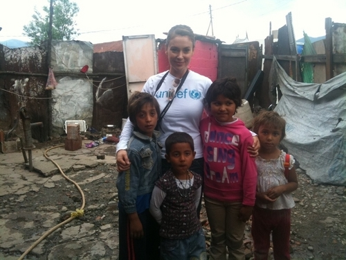 alyssa milano in gjakova, kosovo with unicef >> 2010