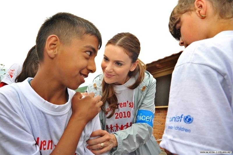 Alyssa milano in mitrovica kosovo with unicef 2010 for How do foundations work
