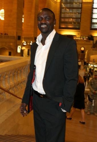 * SUPERB Akon *