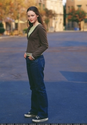 gilmore girls fondo de pantalla entitled Alexis Bledel Season 1 promotional stills