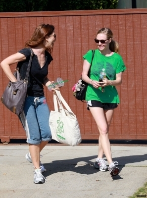 Amanda out and about in LA June 8th,2010