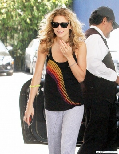 AnnaLynne Looks Sexy In Sweats