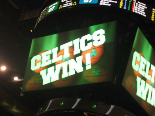 Boston Celtics Hintergrund titled Beat L.A. AGAIN!