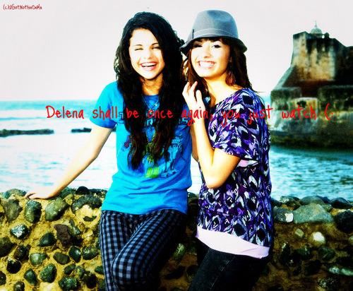 Selena Gomez na Demi Lovato karatasi la kupamba ukuta titled Delena (: