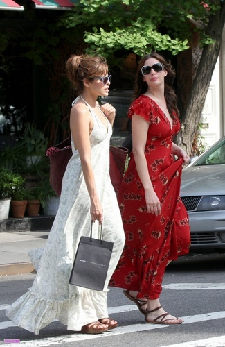 Eva shopping with Liv Tyler in New York