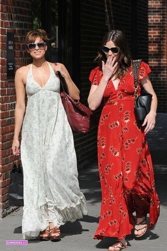Eva shopping with Liv Tyler in New York